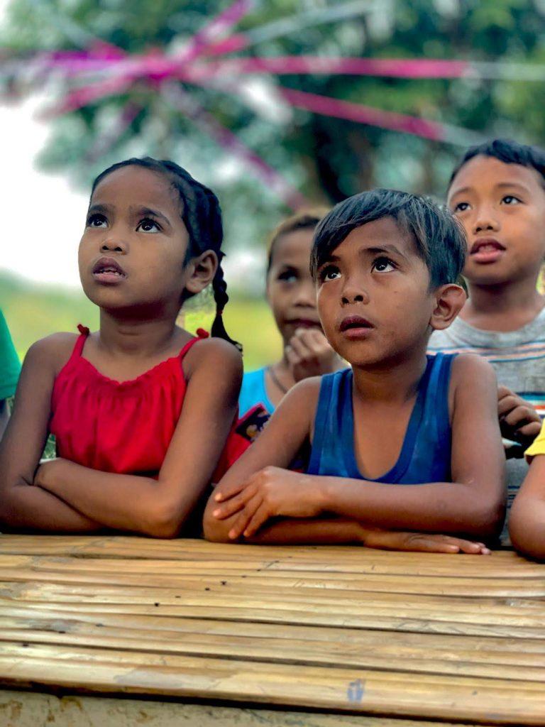 niños y niñas de la comunidad indígena