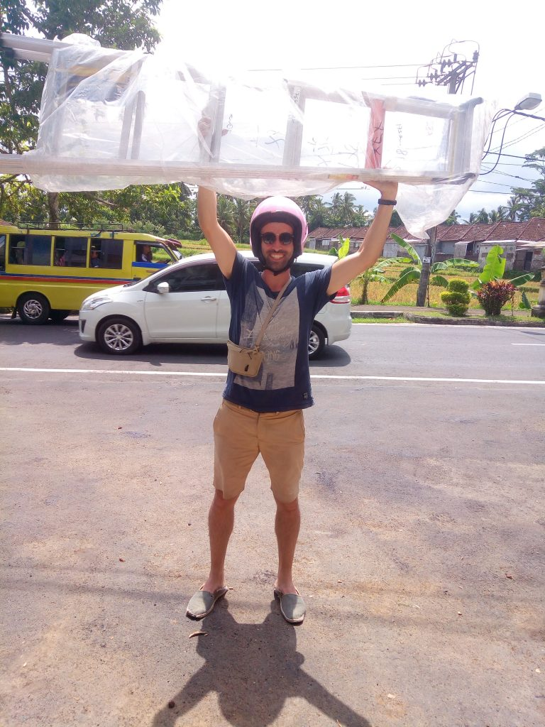 escaleta comprada para la ong en Bali